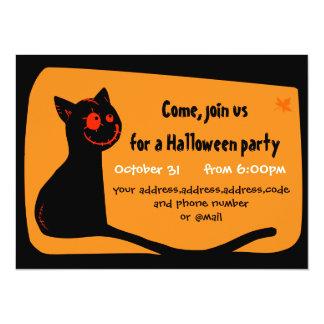 O gato preto com vermelho eyes o cartão do convite