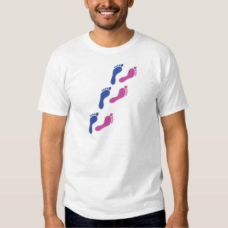 o impressão dos pés de pé imprime a pegada t-shirts