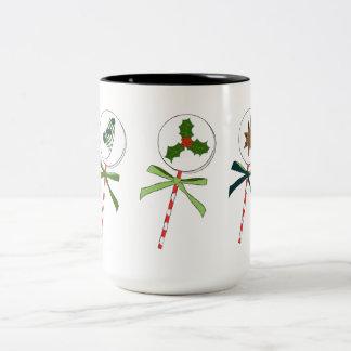 O inverno: Pirulitos do feriado ilustrados Caneca De Café Em Dois Tons