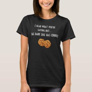 O lado escuro tem biscoitos t-shirts