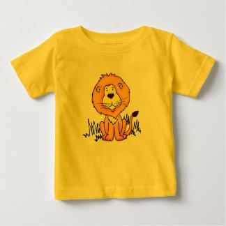 O leão animal bonito caçoa o t-shirt