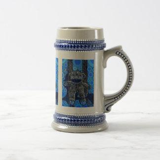 O macaco azul Funky da peúga circunda o pop art Caneca De Cerveja