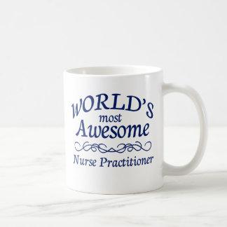 O médico o mais impressionante da enfermeira do caneca de café