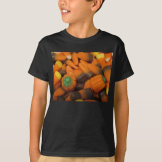 O milho de doces do outono caçoa o t-shirt escuro