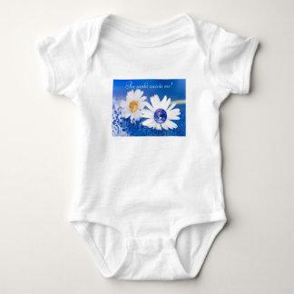 O mundo espera-me! Design 1 Camisetas