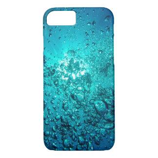 O oceano subaquático azul bonito borbulha capa de