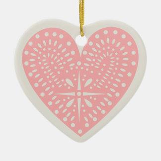 O ornamento dos namorados cor-de-rosa do coração