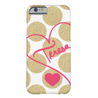 O ouro corajoso do brilho pontilha o coração e capa barely there para iPhone 6