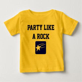 O partido gosta de uma camisa da estrela do rock