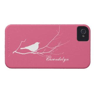O pássaro empoleirou-se no chique cor-de-rosa bran capas iPhone 4 Case-Mate
