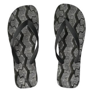 O pneu pisa chinelos engraçados