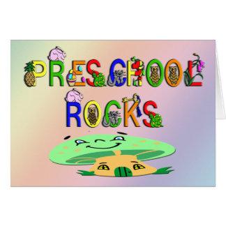 O pré-escolar balança o cogumelo cartão comemorativo