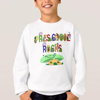 O pré-escolar balança o cogumelo t-shirt