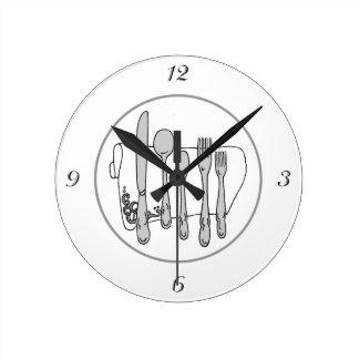 O preto branco do guardanapo da pratas cinzenta relógios de paredes