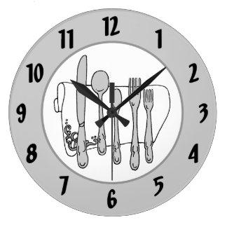 O preto branco do guardanapo da pratas cinzenta relógios de pendurar
