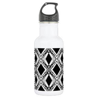 O preto sombreia a garrafa de água