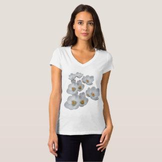 O primavera branco dos açafrões floresce o Tshirt