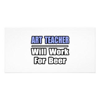 O professor de arte… trabalhará para a cerveja cartão com foto