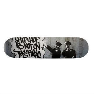 O pulverizador apanha a plataforma skateboard