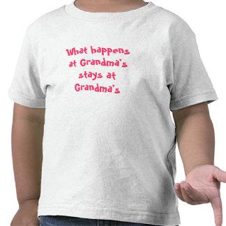 O que acontece nas estadas da avó na avó camisetas