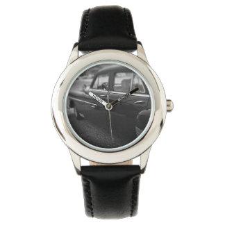 O relógio do miúdo - carro clássico preto e branco