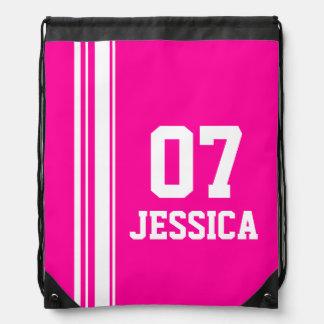 O rosa conhecido do número ostenta o saco de cordã mochilas