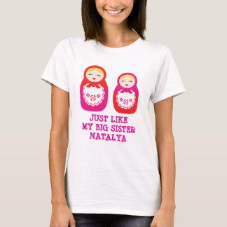 O rosa das bonecas da irmã do russo personaliza o t-shirts