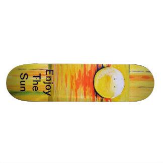 O skate largo, skate, o sol, aprecia o sol, amarel