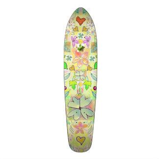 O skate sae do verde das flores dos corações multi