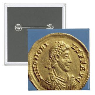 O Solidus de Honorius drapeja, cuirassed Botons