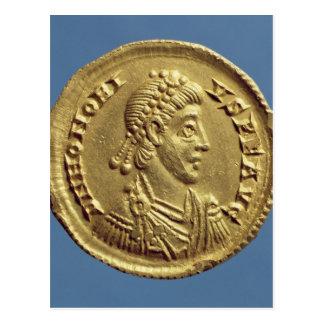 O Solidus de Honorius drapeja, cuirassed Cartão Postal