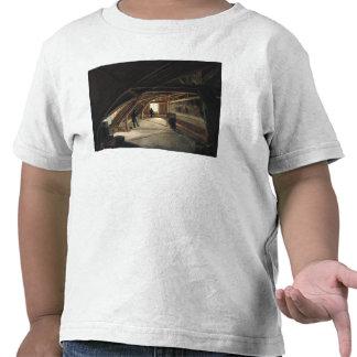 O sótão de um museu t-shirt