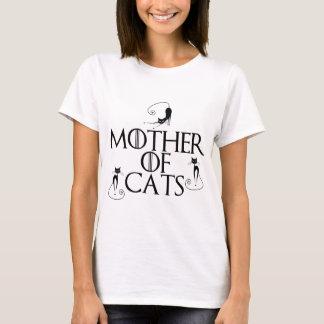 O t-shirt branco de uma mulher com OBTEM o design