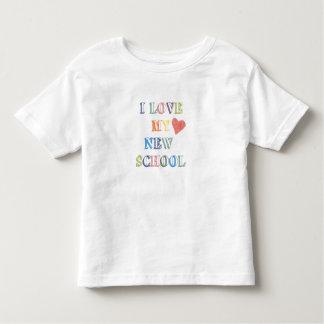 O t-shirt da criança eu amo minha escola nova