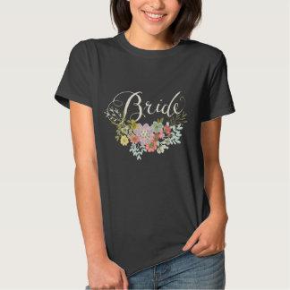 O t-shirt das mulheres da tipografia de