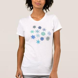 O t-shirt das mulheres do floco de neve