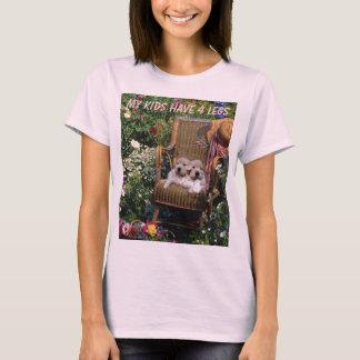 O t-shirt do golden retriever meus miúdos tem 4