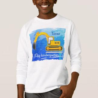 O t-shirt do miúdo do Backhoe