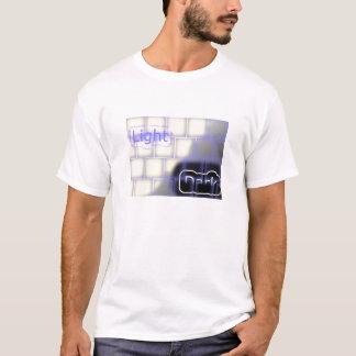o t-shirt dos homens do lado claro e escuro