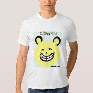O t-shirt dos homens que diz o rato do escritório