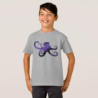 O t-shirt estrelado do menino roxo da silhueta do
