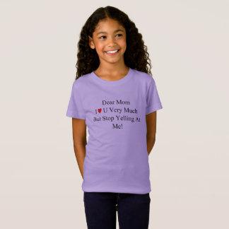 O t-shirt gritando do cartão da mamã