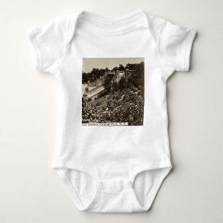 O terraço no vintage 1900 do Central Park NYC Camisetas