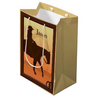O vaqueiro e o cavalo projetam Horseback o MGB Sacola Para Presentes Média