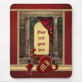 O vermelho dramático das colunas clássicas lindos  mouse pad