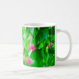 O vidoeiro sae de flores da tulipa customizáveis caneca de café