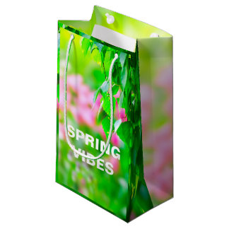 O vidoeiro sae de flores da tulipa customizáveis sacola para presentes pequena