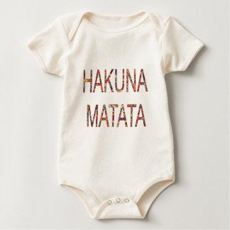 O vintage africano do bebê bonito colore Hakuna Macacão