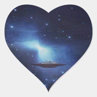 Objeto do vôo do UFO no espaço Adesivo Coração