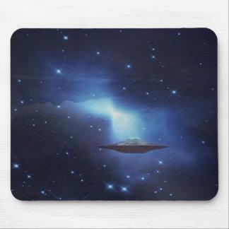Objeto do vôo do UFO no espaço Mousepad